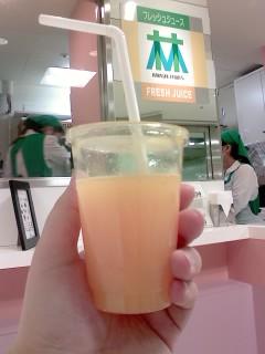 渋谷東急東横店地下でジュース
