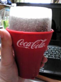 コカ・コーラの氷のグラス