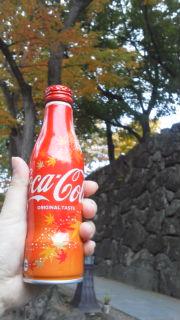 紅葉とコカ・コーラ