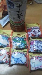 ひさしぶりに「十六茶」をオマケ買い!